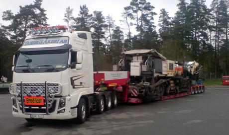 Transport av asfaltsläggare