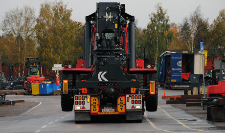 Reachstacker transport